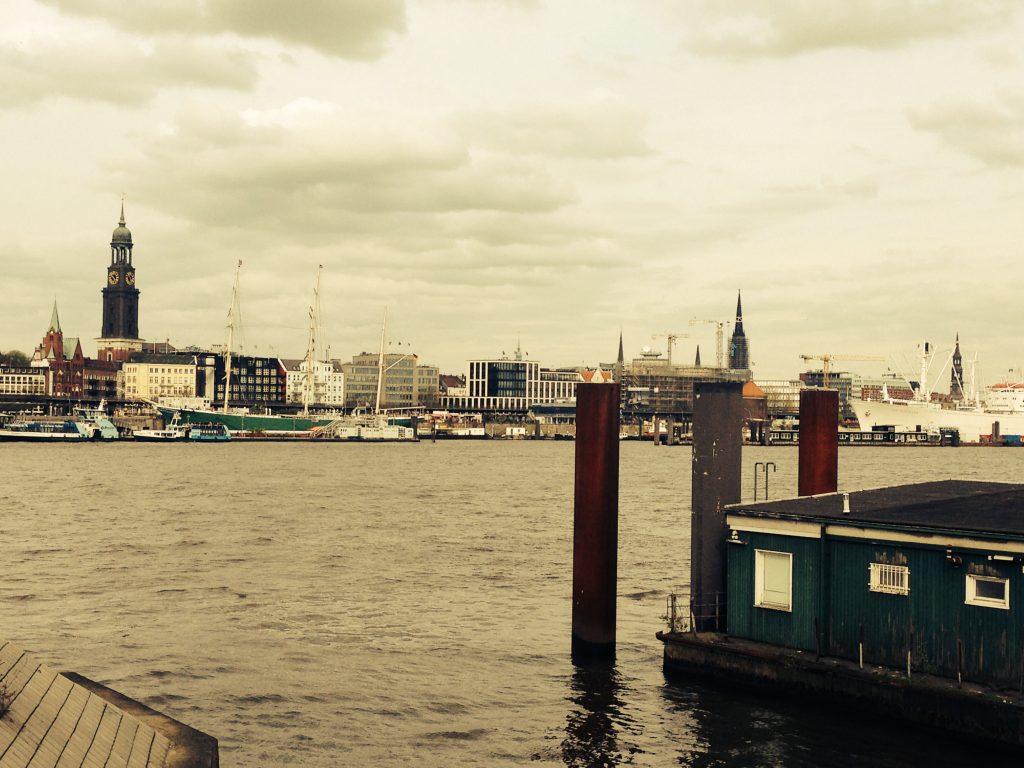 Hamburg mit Blick auf den Michel