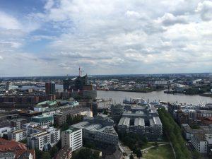 Blick vom Michel auf den Hafen und die Elbphilharmonie